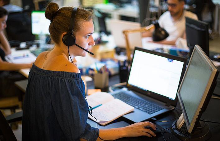 Support AMOA assistant un client au téléphone